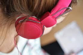Le canzoni: incubazioni alla violenza e alla schizofrenia.